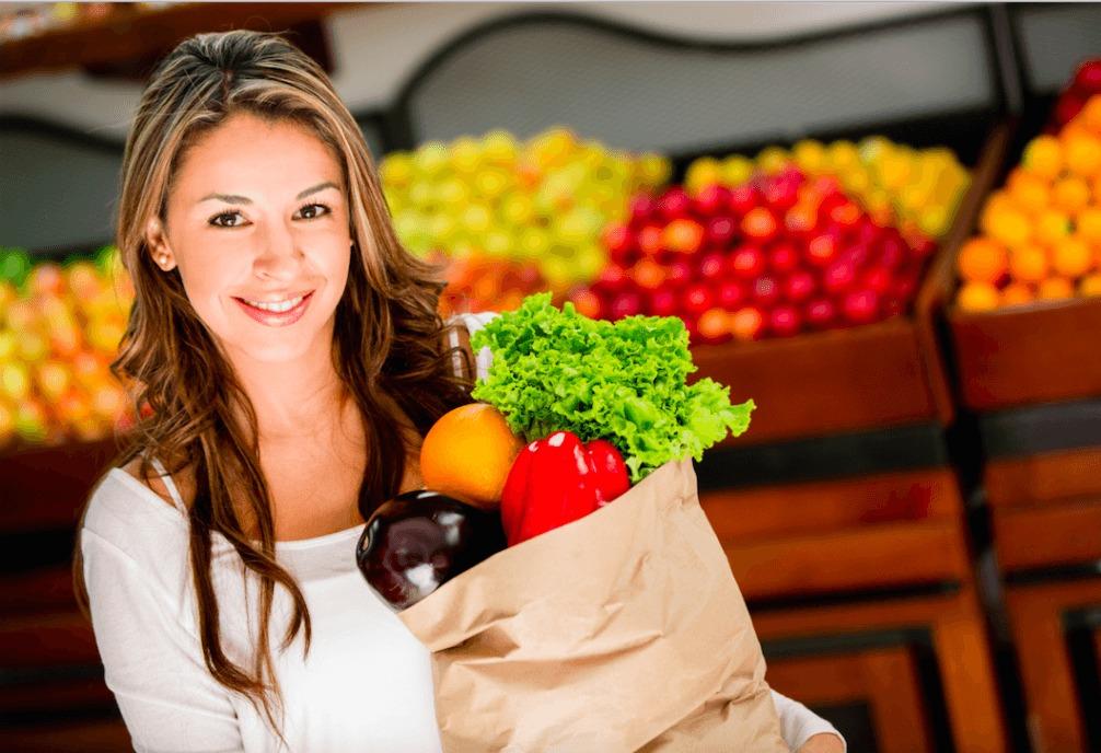 Девушки фрукты и овощи